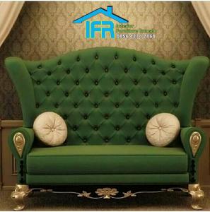 Kursi sofa santai ruang keluarga