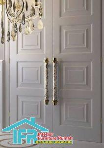 Pintu Rumah Besar